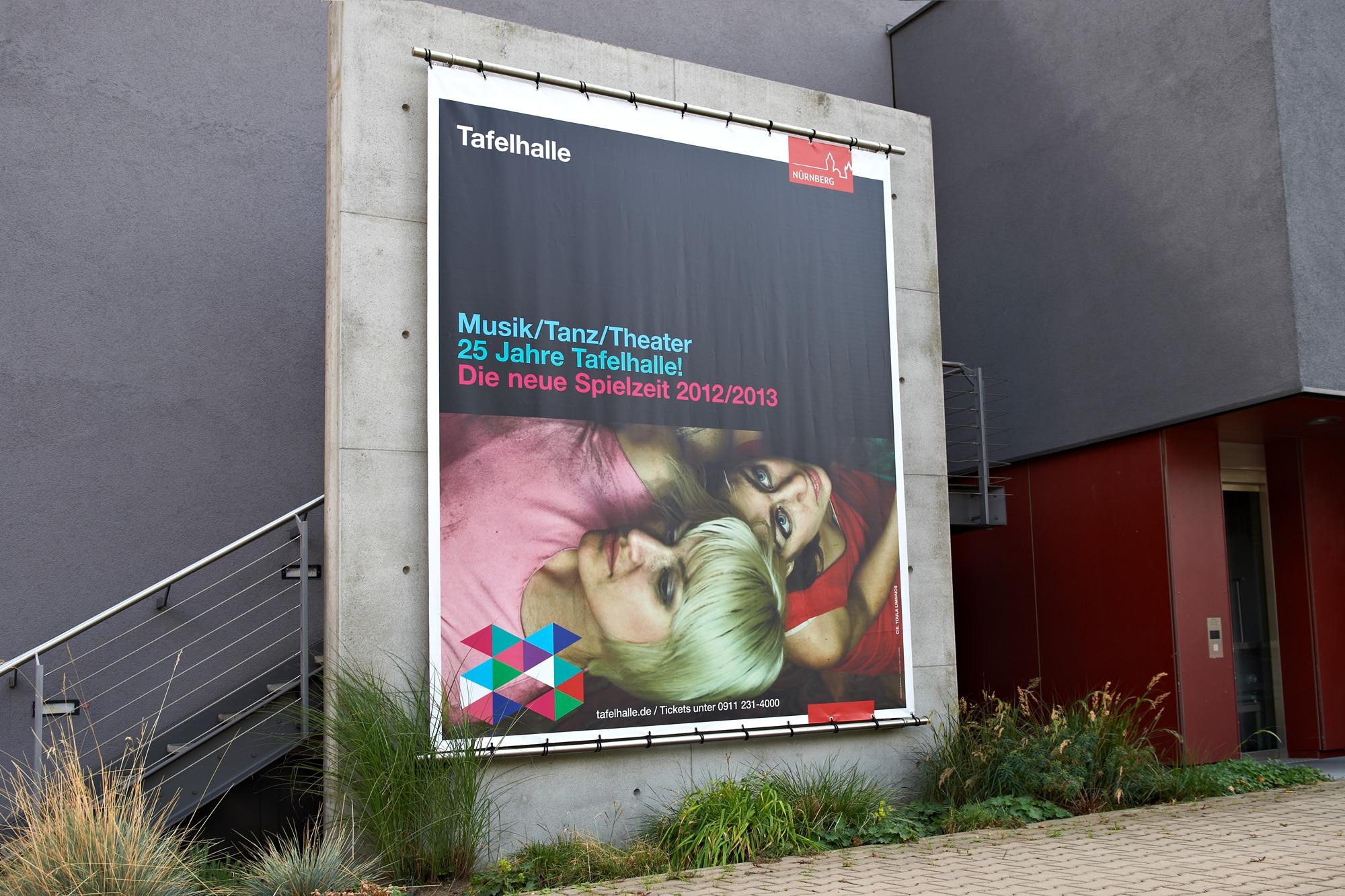 planx-Tafelhalle-Spielzeit2012-13-Betonbanner-01b